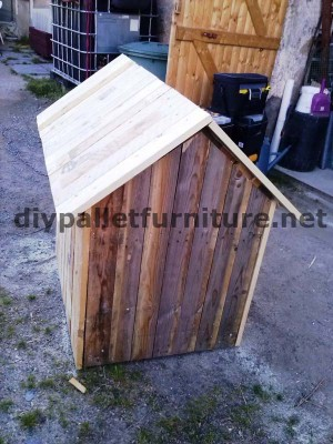 Manou's dog house with pallets 7