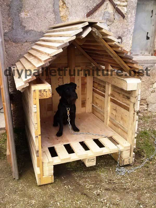 Manou s dog house with palletsdiy pallet furniture diy pallet furniture - How to build a dog house with pallets ...
