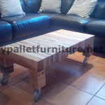 Table for your living room made ​​of planks from dismantled pallets