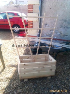 The planter of Manou made ​​with pallets 2 299x400 The planter of Manou made ​​with pallets