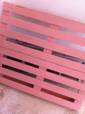 Cheerful table for the living room made with pallets of various colors 3