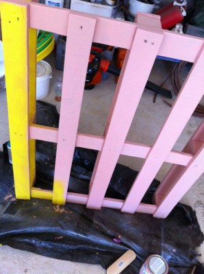 Cheerful table for the living room made with pallets of various colors 4