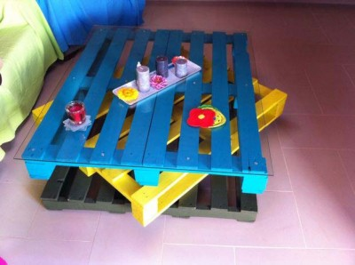 Cheerful table for the living room made with pallets of various colors
