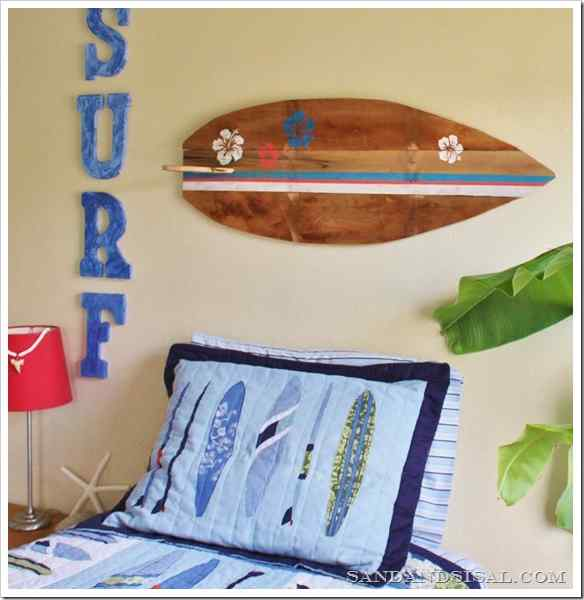 Decorate your home with a surfboard made with pallets 9