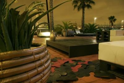 Elegant design furniture made from pallets 8