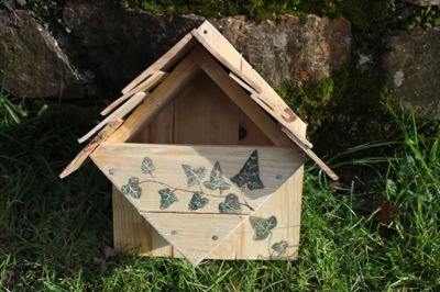 How to make a birdhouse with pallets 2