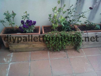 How to make a screen to cover a pallet planter5 How to make a pallet screen to cover a planter