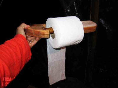 How to make a toilet paper holder with pallets 2