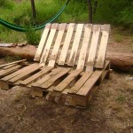 Instructions of how to make a sofa with 2 pallets assembling them