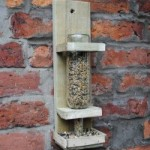 Instructions to build a bird feeder