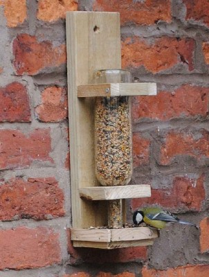 Instructions to build a bird feeder 3