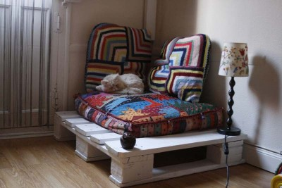 Little corner where get relaxed or for your pet with one pallet!