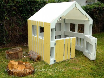 Little house for the children made of pallets 10
