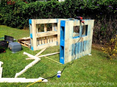 Little house for the children made of pallets 2 400x300 Little house for the children made of pallets