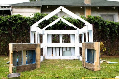 Little house for the children made of pallets 6