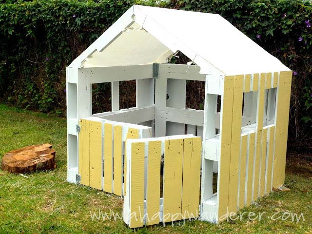 Little House For The Children Made Of Pallets 9DIY Pallet