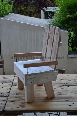 Little kids chair made ​​with pallets 2