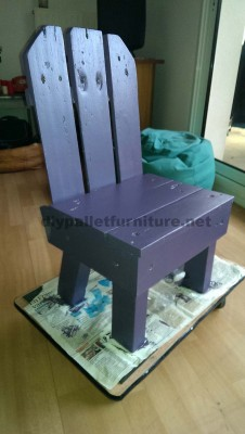 Little kids chair made ​​with pallets 3