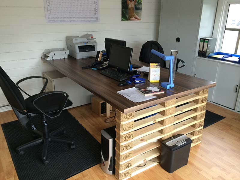 Office desk with europalets endsDIY Pallet Furniture | DIY Pallet ...