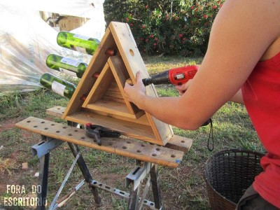 Step by step guide for making a triangular bottle rack​ with pallets 3