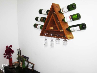 Step by step guide for making a triangular bottle rack with pallets