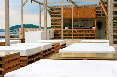 Step by step instructions of how to make a chillout lounge with pallets 3