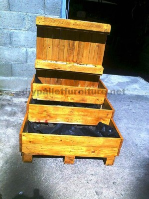 The pallet planter and urban garden with steps of Manou
