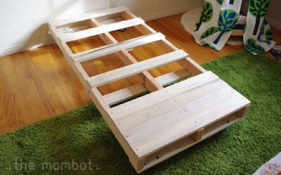 Build a bed for your kids with pallets 2