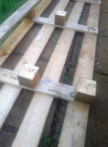 Construction process to build a nice bed headboard with pallets 4
