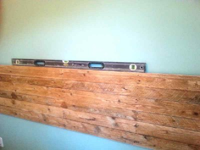 Construction process to build a nice bed headboard with pallets 7