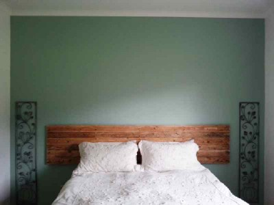 Construction process to build a nice bed headboard with pallets 8