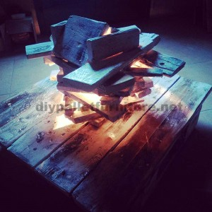Artistic lamp made ​​with pallets 2