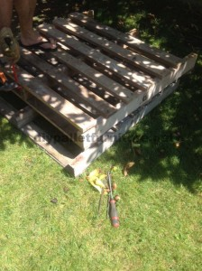 Instructions for making a bed headboard with pallets 1