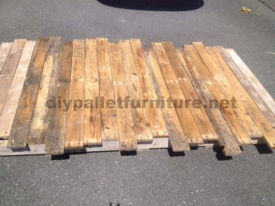 Instructions for making a bed headboard with pallets 4