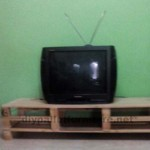 TV cabinet made ​​with traces of pallets
