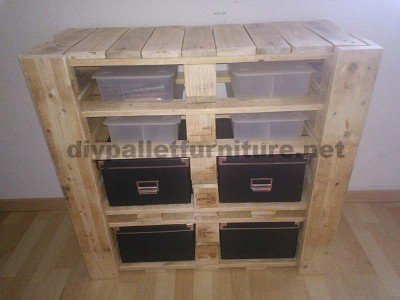 A drawer made ​​with pallets