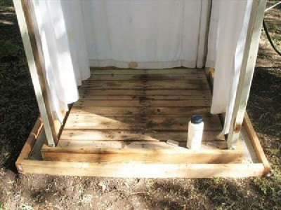 An outdoor shower with pallets, Step by Step 3