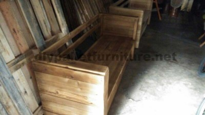 Bar Mut a bar in Sant Cugat fully furnished with wooden pallets 5