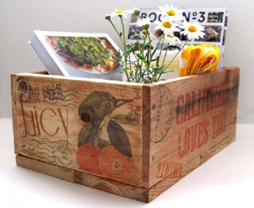 Build and decorate a pallet box with stamps