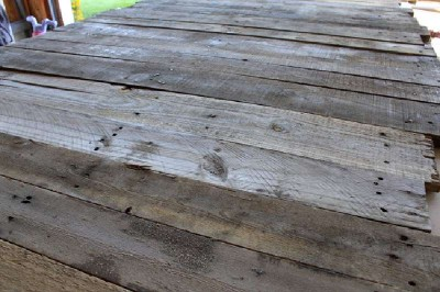 Coated your bedroom with pallet planks 2
