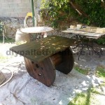 Garden table made ​​with a wooden coil and one pallet