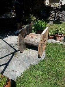 Garden table made ​​with a wooden coil and one pallet 2