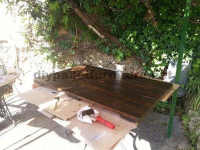 Garden table made ​​with a wooden coil and one pallet 5