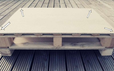 How to build a juvenile table for the living room with one pallet 3