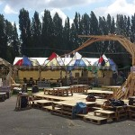 In the Aoutside music festival, the whole environment is decorated with structures made ​​of pallets