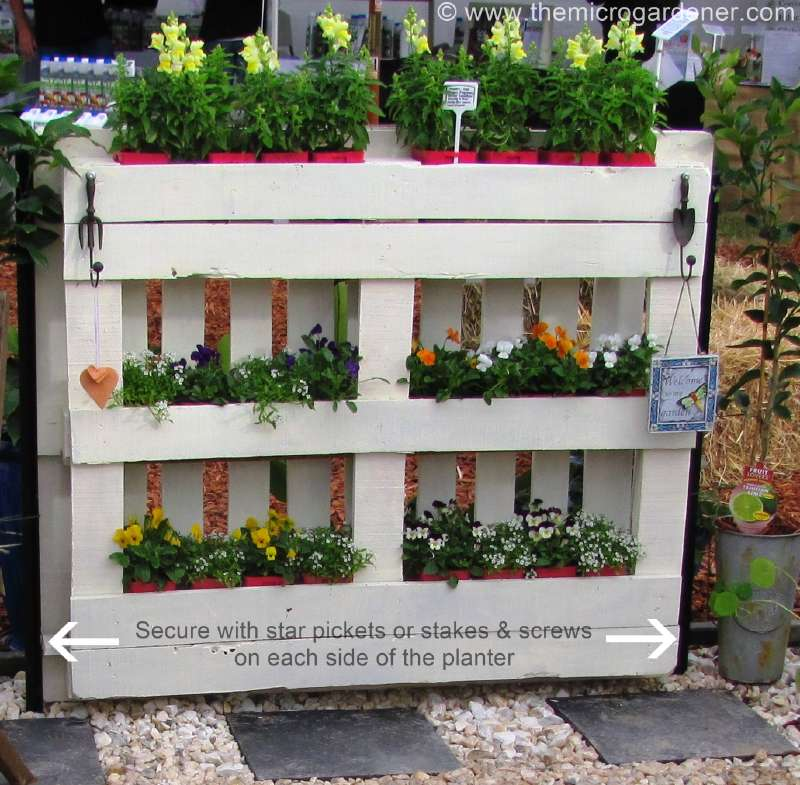 Instructions for making a planter fence with pallets for