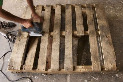Mark Dabelstein, an artist who works with pallets 2
