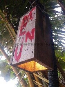 Outdoor lamp made ​​with pallet planks 1