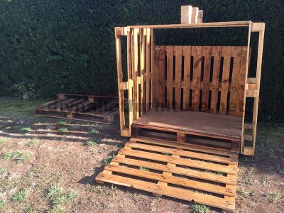 Small cottage for the garden made ​​with pallets 3