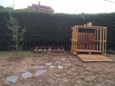 Small cottage for the garden made ​​with pallets 5
